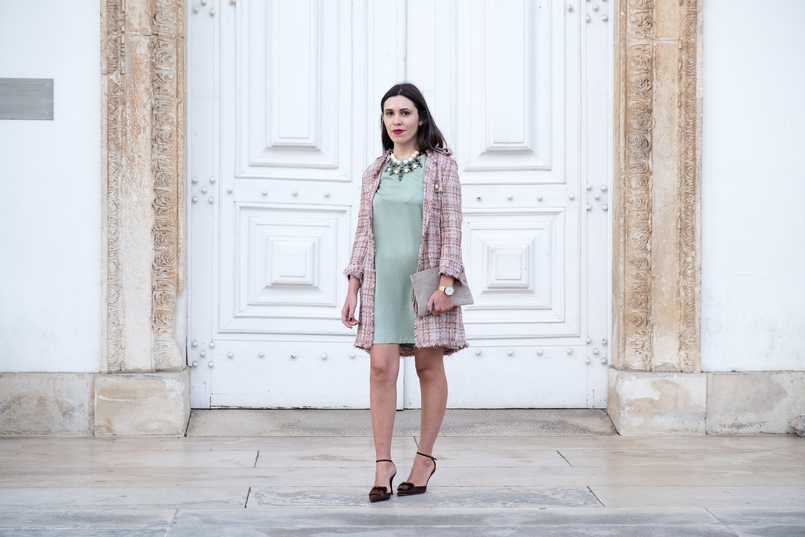 Le Fashionaire I'm hanging out with Leonardo… mint silk dress zara brown leather fur heels pearls crystal green blue bold zara necklace nude leather sfera clutch 4353 EN 805x537