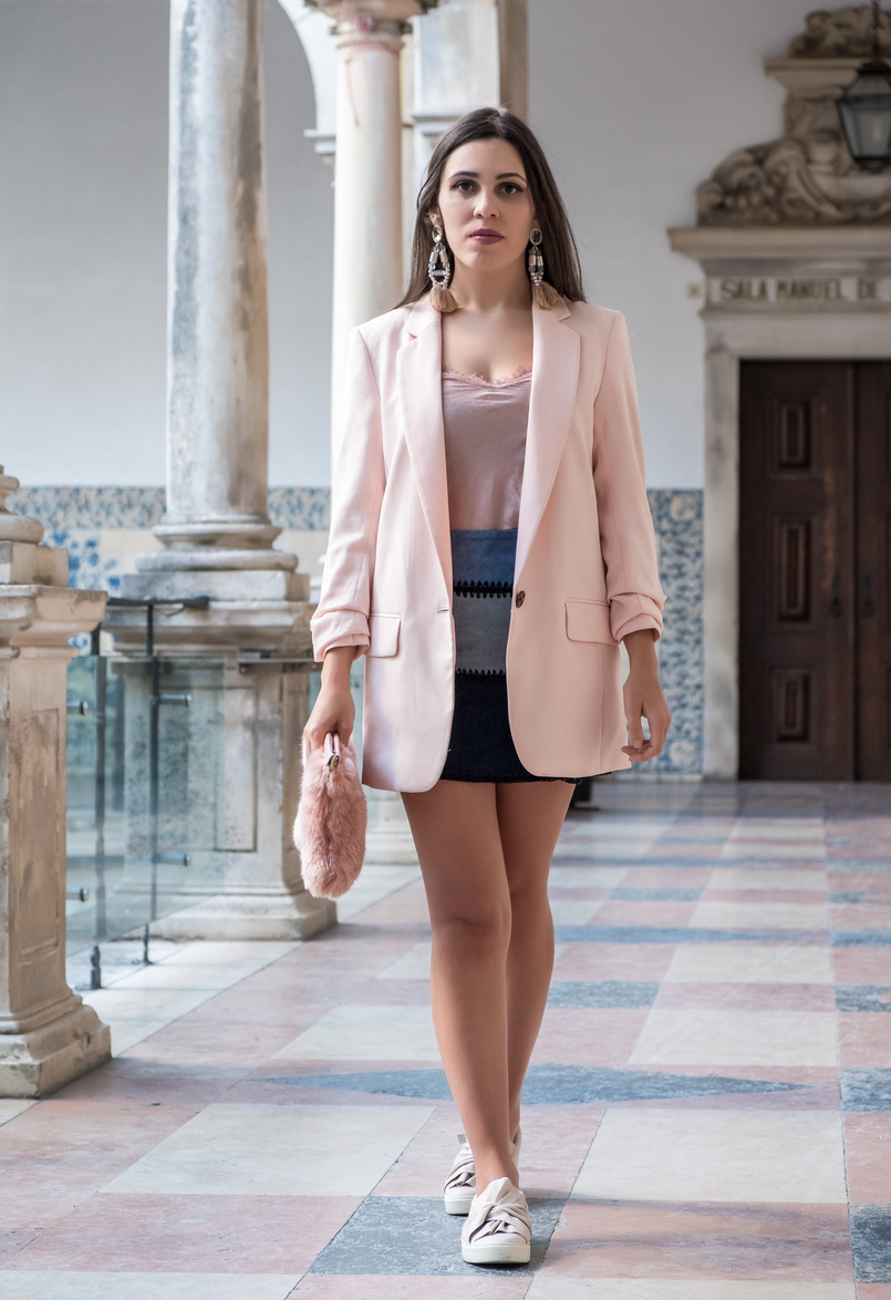 Le Fashionaire Transitional clothes: what to wear on the first days of fall? pale pink silk lace top old oversized pale pink hm blazer pale pink bow stradivarius plimsolls tassels pink pvc bold hm earrings 3606 EN 805x1174