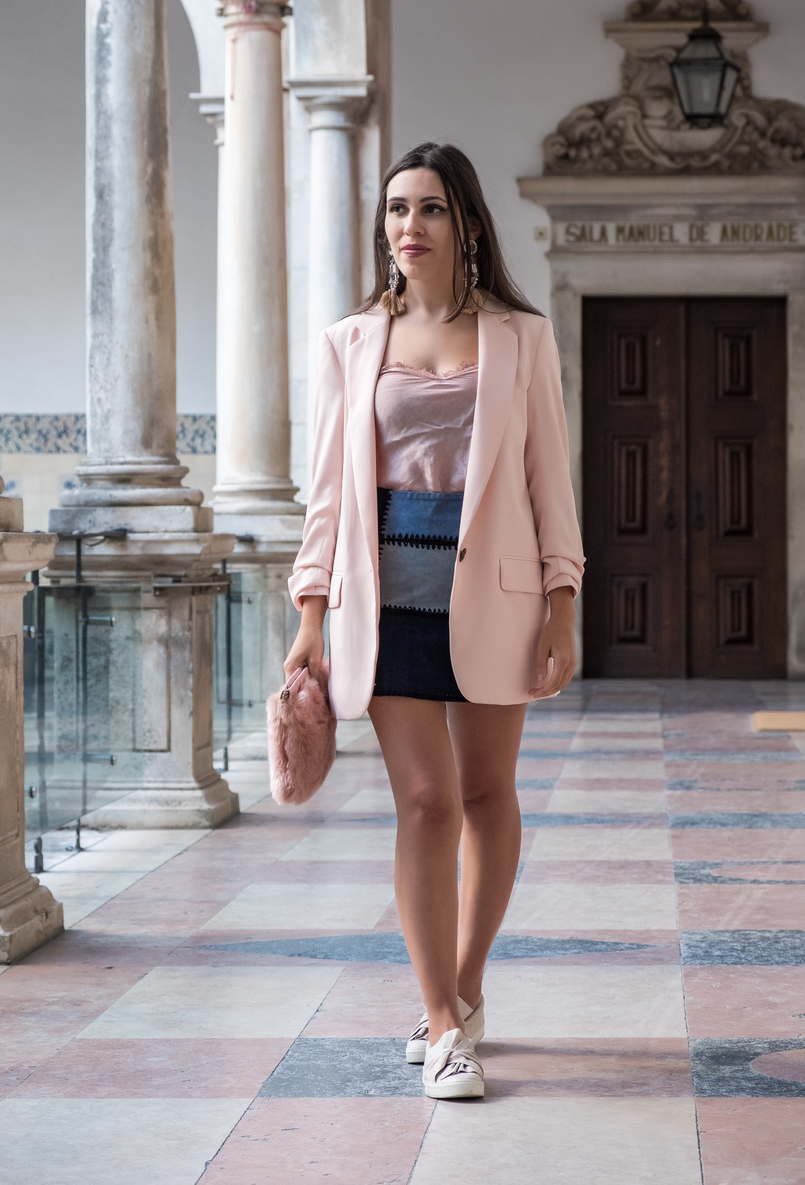 Le Fashionaire Transitional clothes: what to wear on the first days of fall? pale pink silk lace top old oversized pale pink hm blazer patchwork leather pale dark blue black zara skirt pale pink bow stradivarius plimsolls 3622 EN 805x1185