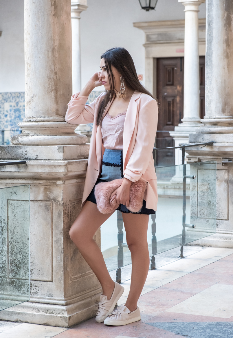 Le Fashionaire Transitional clothes: what to wear on the first days of fall? pale pink silk lace top old patchwork leather pale dark blue black zara skirt pale pink bow stradivarius plimsolls fur pale pink clutch 3564 EN 805x1165