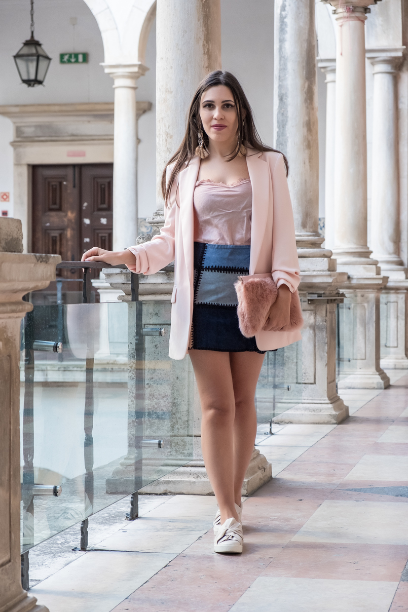 Le Fashionaire Transitional clothes: what to wear on the first days of fall? pale pink silk lace top old patchwork leather pale dark blue black zara skirt pale pink bow stradivarius plimsolls fur pale pink clutch 3623 EN 805x1208