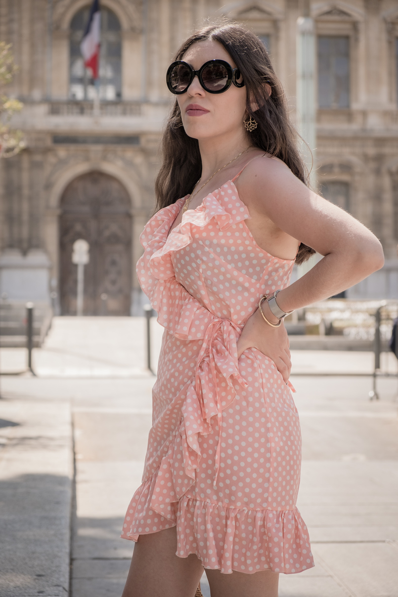 Le Fashionaire Summer is not over yet (and this dress is the proof) ruffles salmon pink polka dots asos dress black prada sunglasses silver calvin klein watch 1154 EN 805x1208
