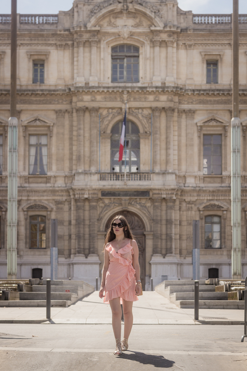 Le Fashionaire Summer is not over yet (and this dress is the proof) ruffles salmon pink polka dots asos dress gold bird necklace black prada sunglasses silver calvin klein watch 8319 EN1 805x1208