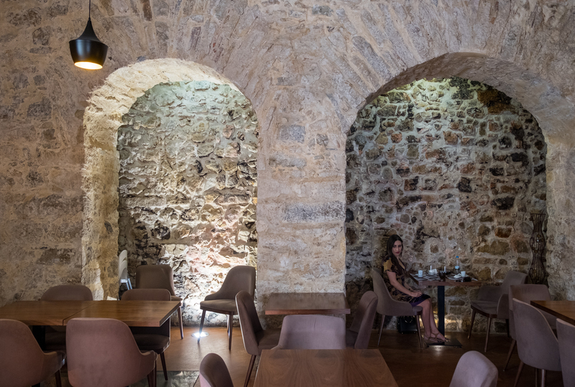 Le Fashionaire Cool places in town: Tapas nas Costas stone arches maid board 3794 EN 805x542