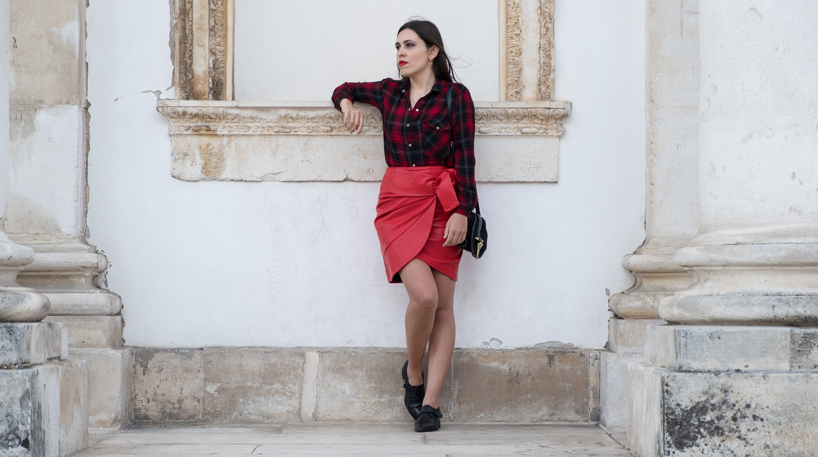 Le Fashionaire Red alert: this color will add a pop up to our winter tartan red black drago back patch mango shirt red leather uterque bow skirt black leather monk zara shoes 3499F EN