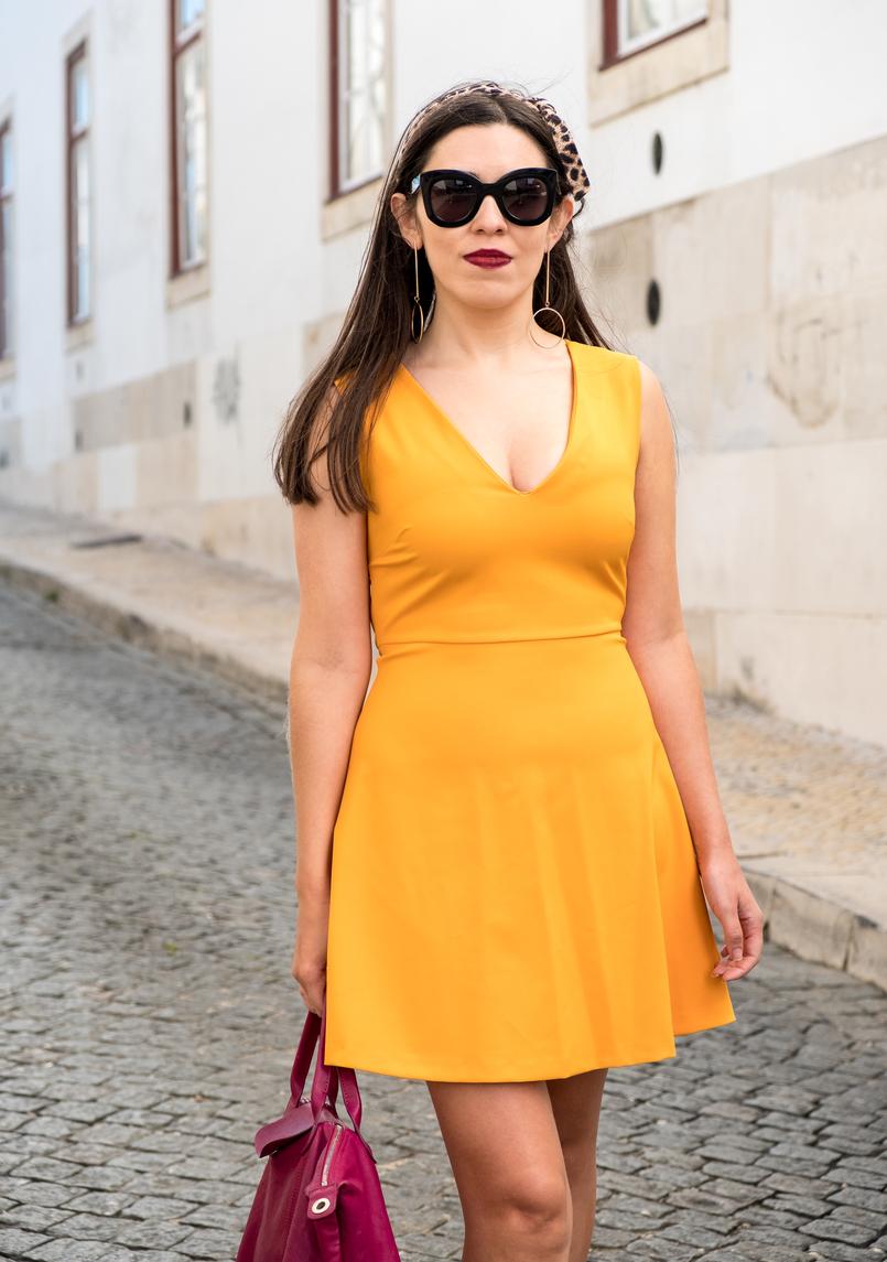 Le Fashionaire Nem todos podemos gostar do amarelo vestido amarelo torrado asos brincos grandes compridos dourados hm oculos sol celine pretos 3370 PT 805x1145