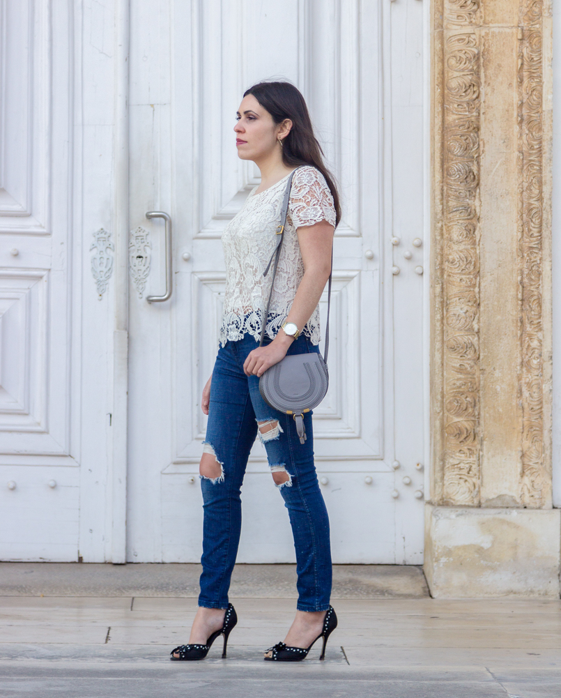 Le Fashionaire Style: My two essentials for the summer end white embroidered tee blouse silver zara denim ripped jeans zara polka dots black white heels chloe mini marcie grey leather bag 6895 EN 805x1001