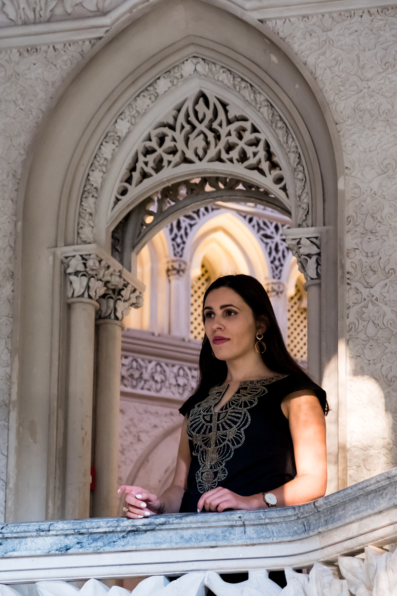 Le Fashionaire Monserrate: a palace for fairy tales blogger catarine martins black gold embroidered arabic mango dress monserrate palace 6175 EN 805x1208