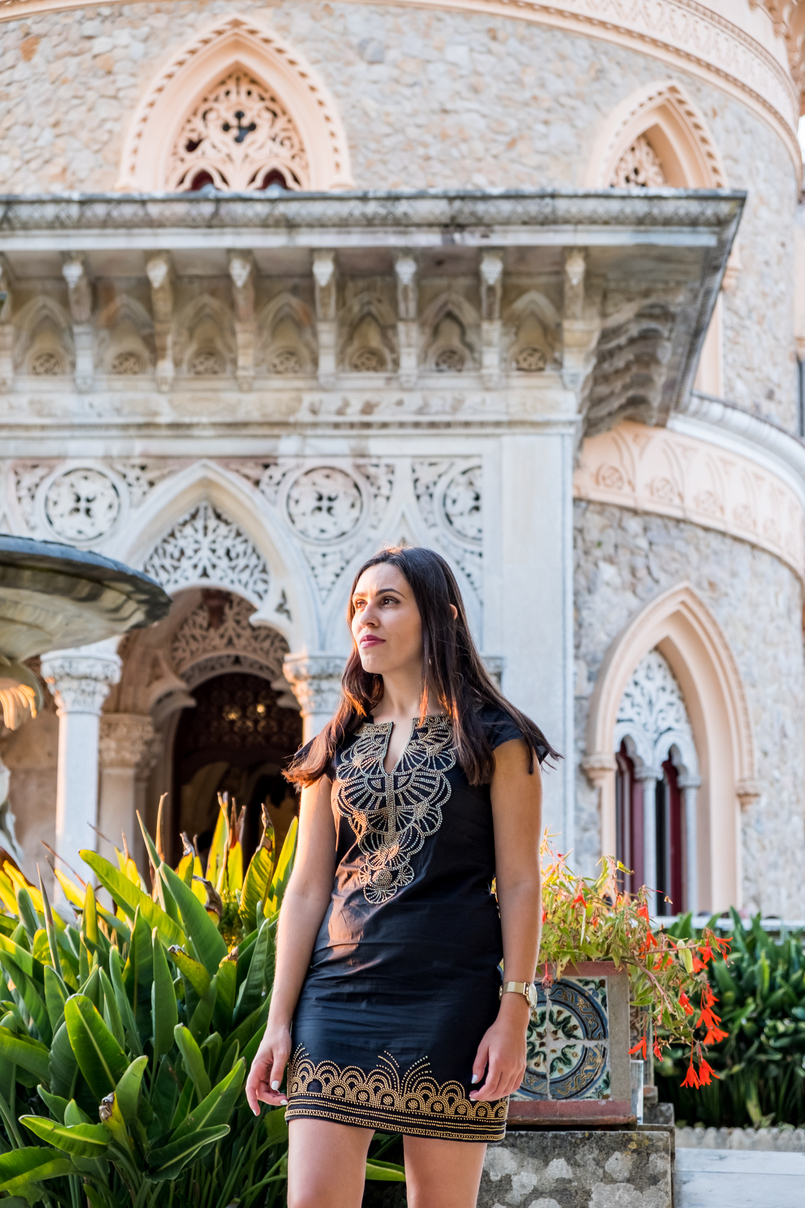 Le Fashionaire Monserrate: a palace for fairy tales blogger catarine martins black gold embroidered arabic mango dress monserrate palace 6207 EN 805x1208