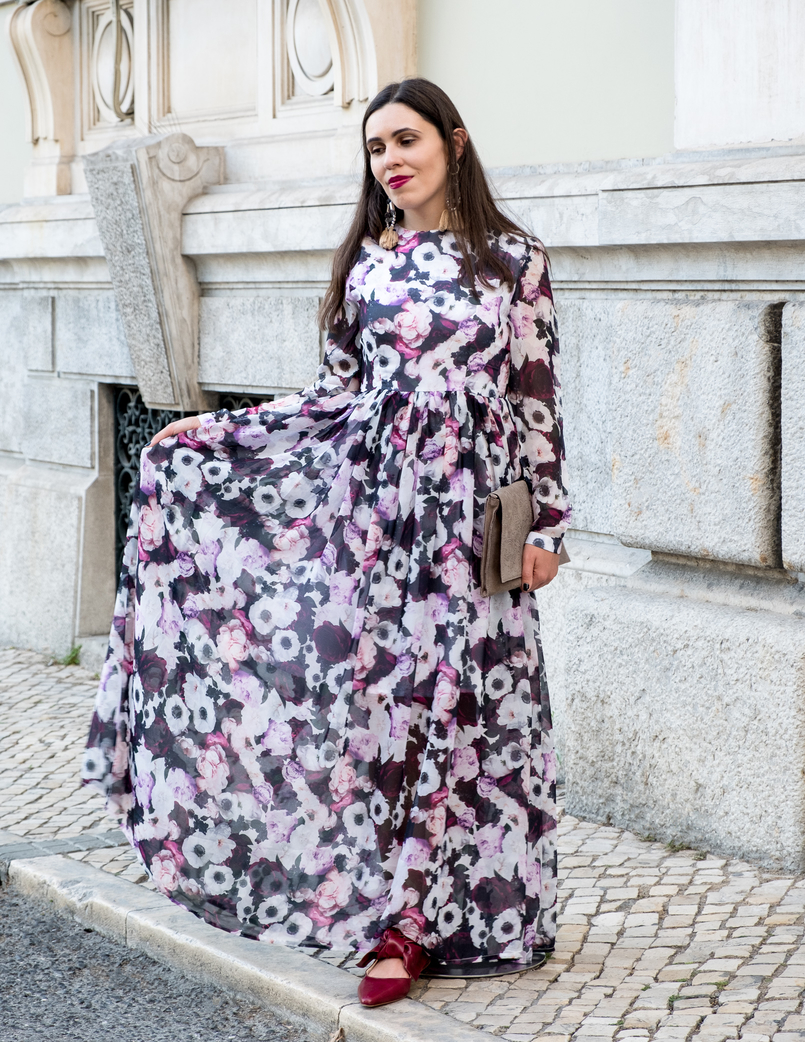 Le Fashionaire Purple is the new black blogger catarine martins fashion inspiration maxi floral purple nakd dress pointy leather red zara shoes leather grey sfera clutch 5831 EN 805x1042