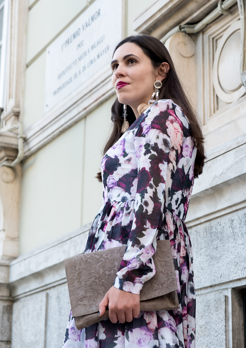 Le Fashionaire Purple is the new black blogger catarine martins maxi floral purple nakd dress maxi bold tassels pink earrings hm leather grey sfera clutch 5813 EN 805x1137
