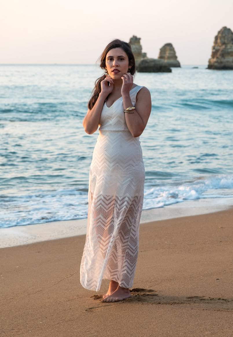 Le Fashionaire One dress, a lot of occasions to wear it blogger catarine martins white lace maxi dress gold bold earrings black stone mango dona ana beach algarve 4671 EN 805x1164