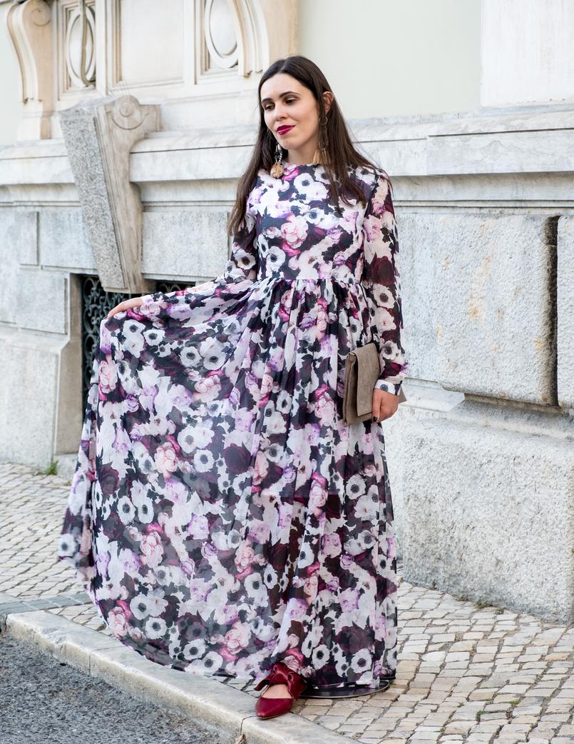 Le Fashionaire O roxo é o novo preto? blogueira catarine martins moda inspiracao vestido comprido roxo outono flores nakd sapatos vermelhos pele zara clutch pele rosas sfera 5831 PT 805x1042