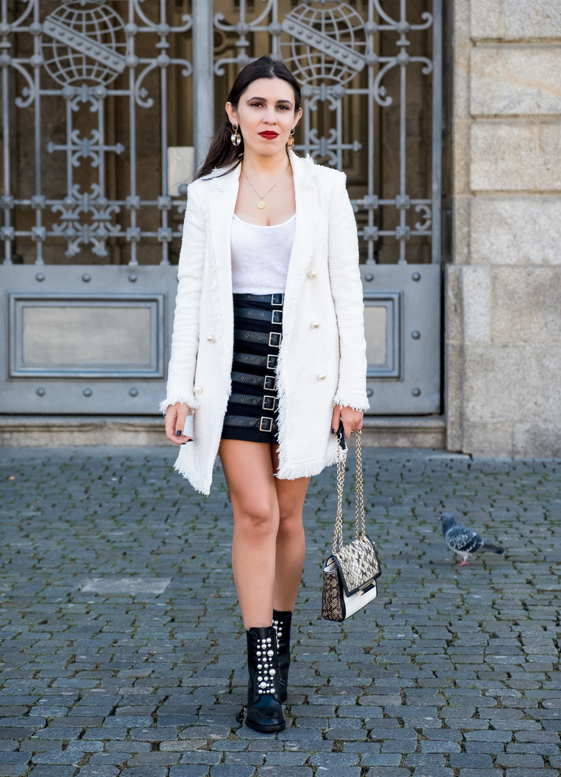 Le Fashionaire O que vesti no primeiro dia de Portugal Fashion casaco branco tweed perolas zara saia preta fivelas asos botas pretas perolas pele zara brincos grandes dourado mango pedra preto 0395 PT 805x1115