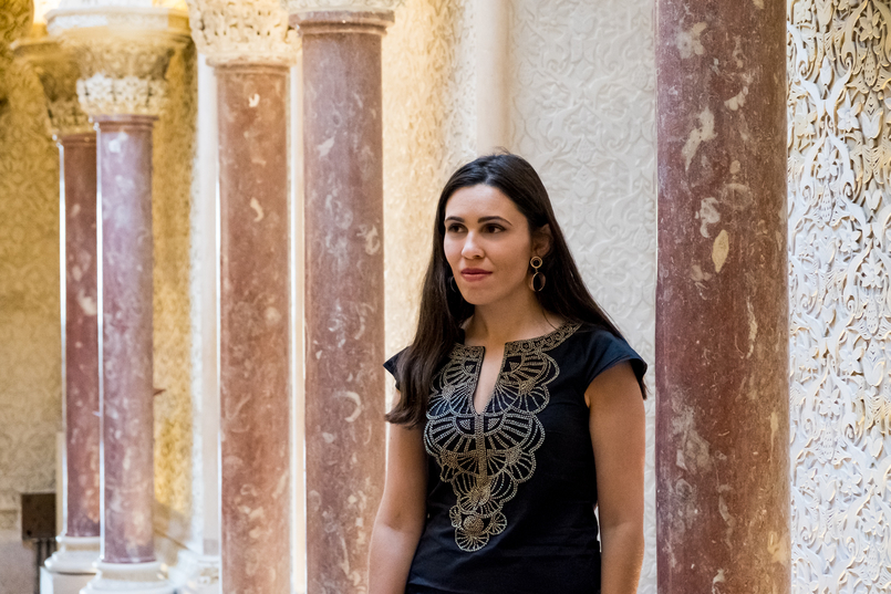 Le Fashionaire Monserrate: um palácio saído de um conto de fadas colunas blogueira catarine martins vestido preto dourado bordado mango palacio monserrate pormenores paredes tecto 6113 PT 805x537