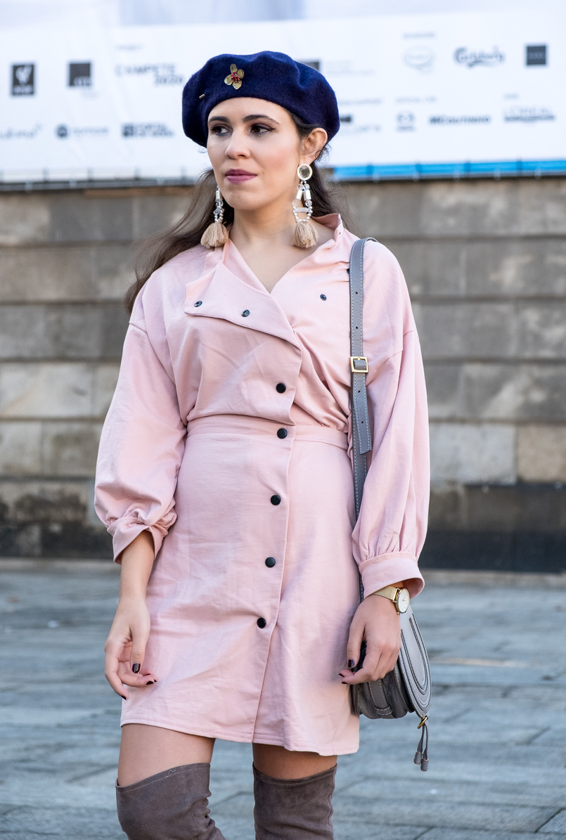 Le Fashionaire Fashion: inspiration is anywhere dust pink 80s black buttons asos dark blue .wool beret gold brooch mango Light pink tassels pvc bold hm earrings 8538 EN 805x1195
