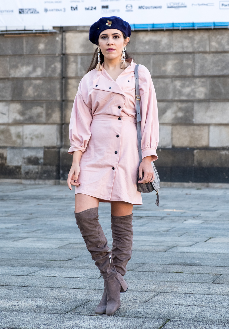 Le Fashionaire Fashion: inspiration is anywhere dust pink 80s black buttons asos dark blue .wool beret gold brooch mango over knee grey suede bershka boots 8526 EN 805x1155