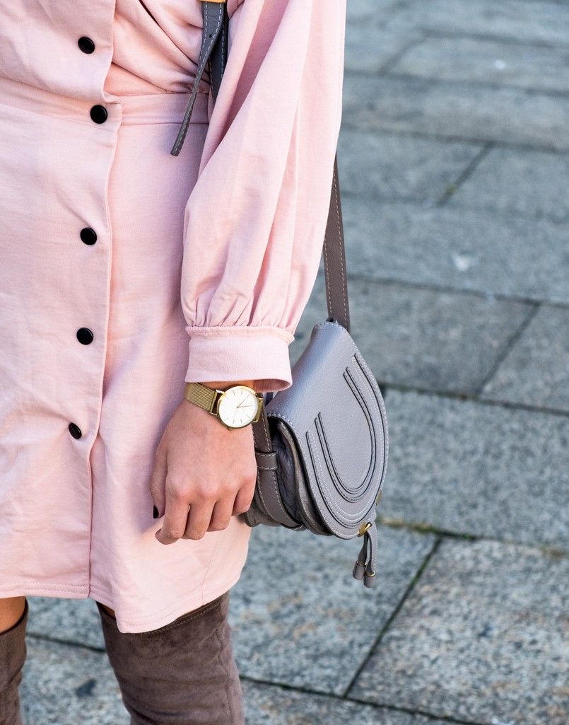 Le Fashionaire Fashion: inspiration is anywhere dust pink 80s black buttons asos mini marcie leather chloe bag 8545 EN 805x1025