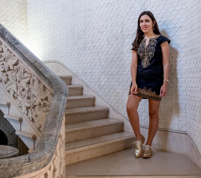 Le Fashionaire Monserrate: um palácio saído de um conto de fadas escadas blogueira catarine martins vestido preto dourado bordado mango sapatos dourados brilhantes mango palacio monserrate 6168 PT 805x714