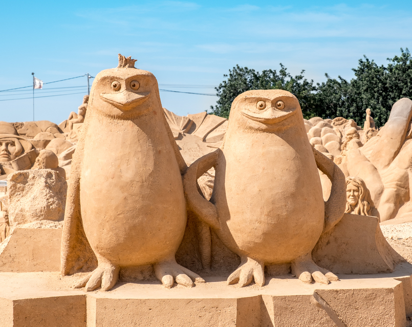 Le Fashionaire I went to the Sand Sculpture Festival and loved it! fiesa sand sculptures festival penguins madagascar 4888 EN 805x640