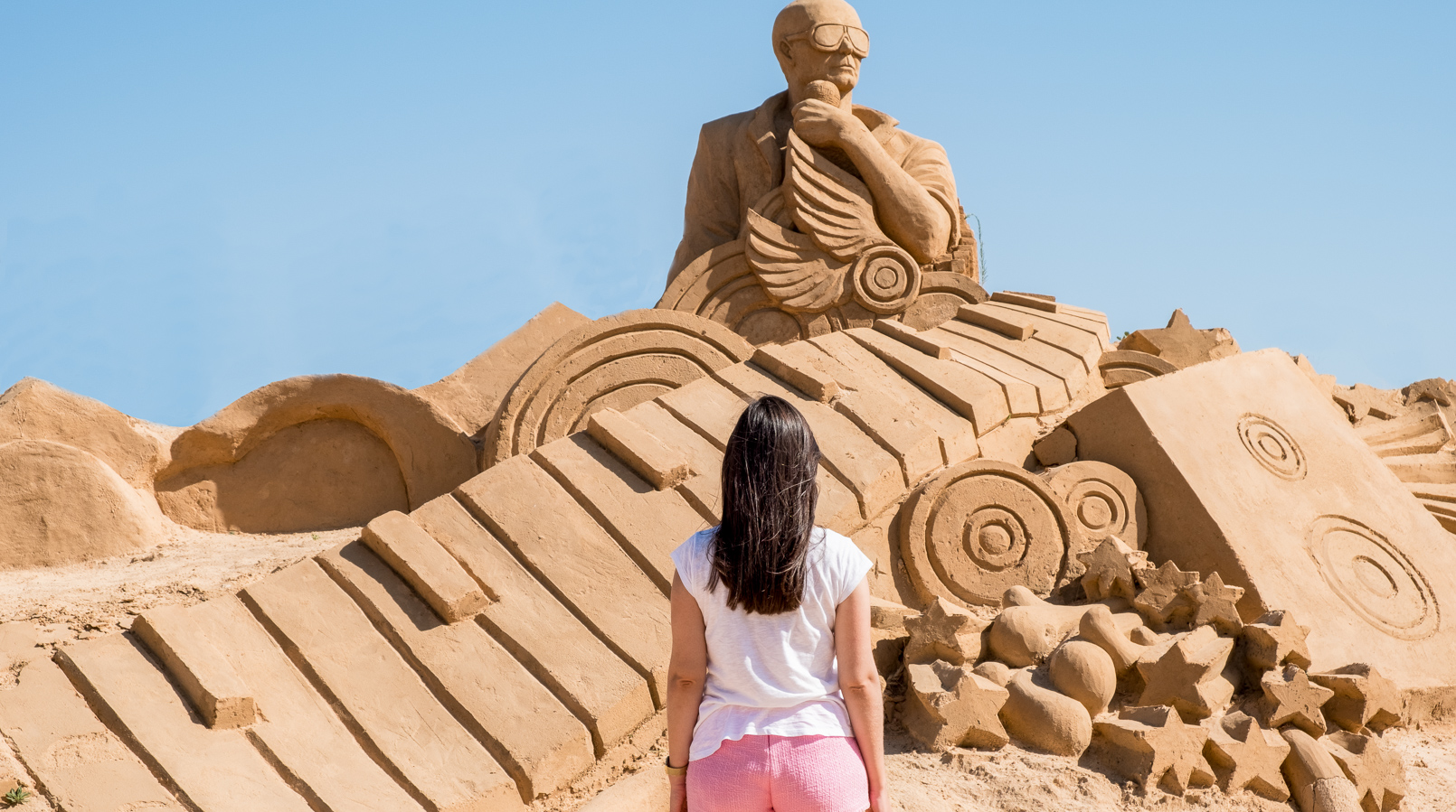 Le Fashionaire I went to the Sand Sculpture Festival and loved it! fiesa sand sculptures festival white tee pale pink tweed zara shorts 4907F EN1