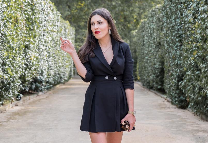 Le Fashionaire Gabrielle, o novo perfume da Chanel macacao preto calcoes botoes perolas zara renda colar quartzo branco hm perfume frasco dourado gabrielle chanel brincos argolas perolas pedra dura 5160 PT 805x552
