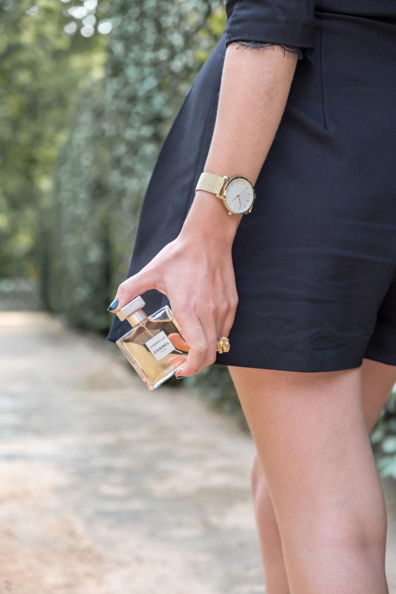 Le Fashionaire Gabrielle, o novo perfume da Chanel macacao preto calcoes botoes perolas zara renda perfume frasco dourado gabrielle chanel relogio dourado rosefield watches 5139 PT 805x1208