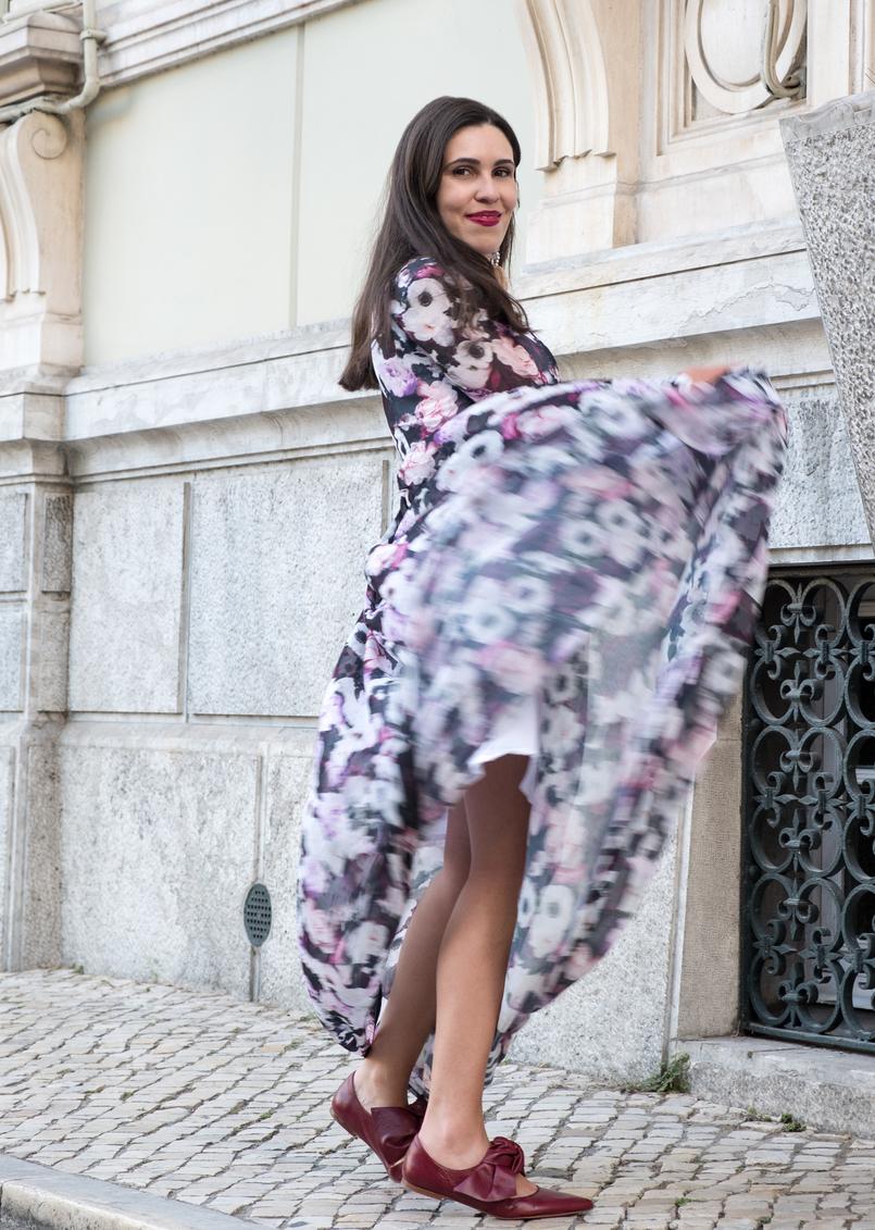 Le Fashionaire O roxo é o novo preto? moda inspiracao vestido comprido roxo outono flores nakd sapatos vermelhos pele zara 5770 PT 805x1131