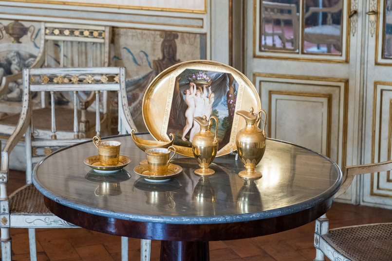 Le Fashionaire The portuguese Palace you need to know palace queluz ornate rooms gold tea cups porcelain 6001 EN 805x537