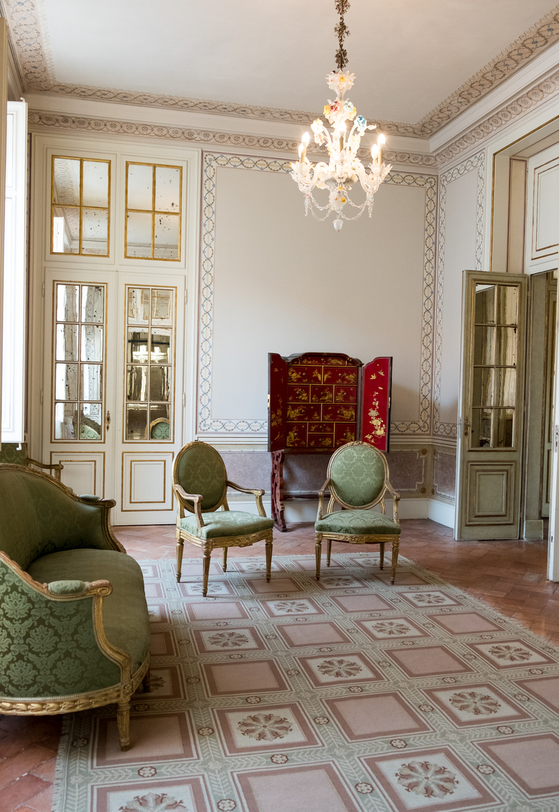 Le Fashionaire The portuguese Palace you need to know palace queluz white chairs ornate rooms 6007 EN 805x1168