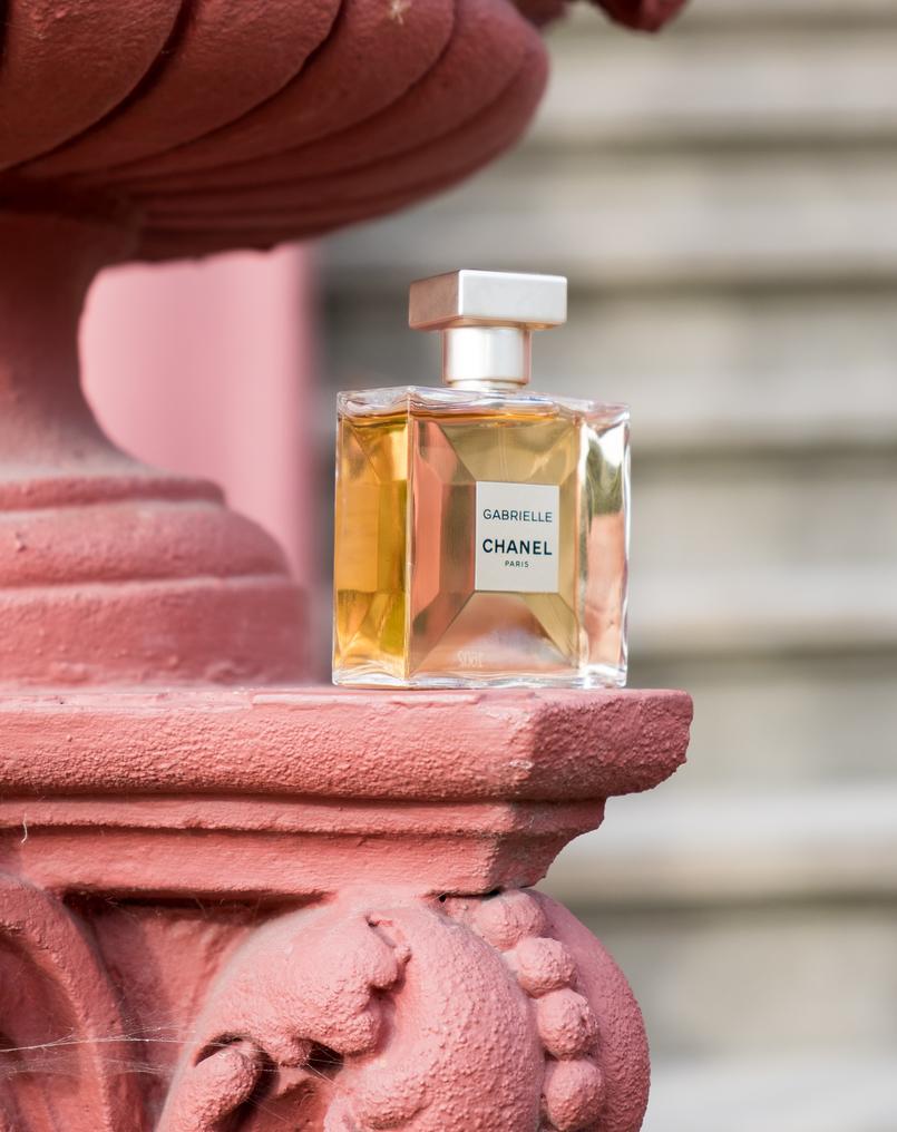 Le Fashionaire Gabrielle, o novo perfume da Chanel perfume frasco dourado gabrielle chanel 5199 PT 805x1016