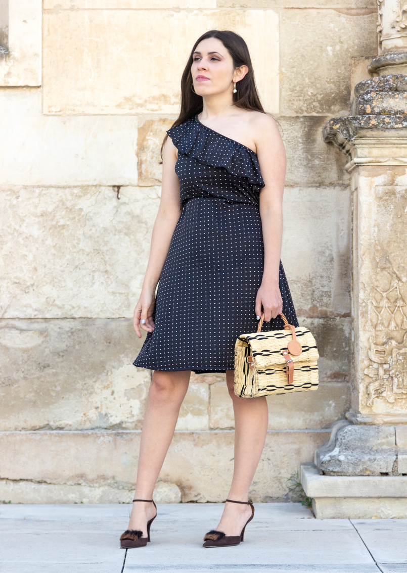 Le Fashionaire Why you should invest in timeless pieces polka dots black white dress vintage brown faux fur leather heels toino abel straw hand made nude bag 6250 EN 805x1134