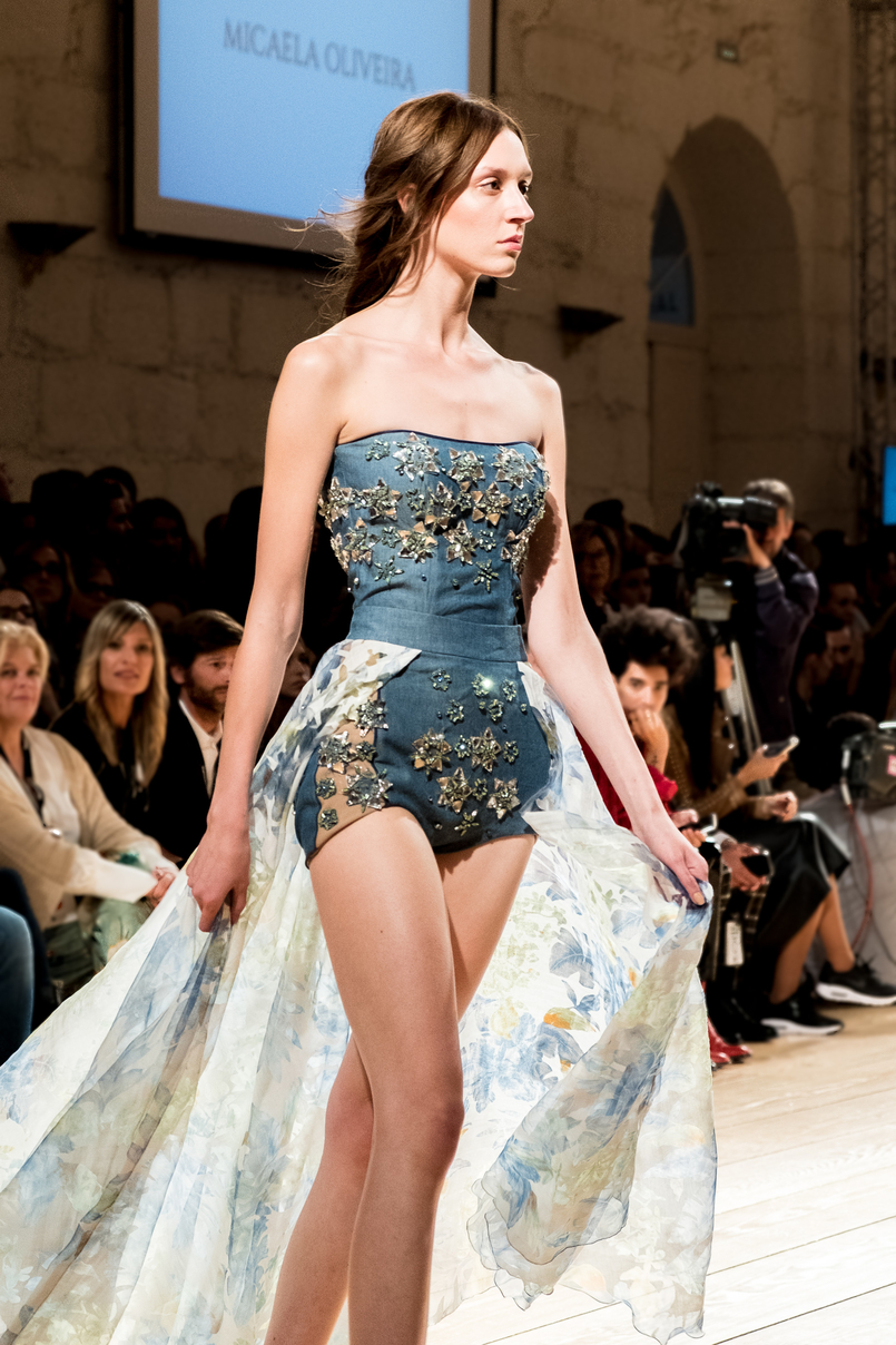 Le Fashionaire Portugal Fashion: My favorite fashion shows portugal fashion blue denim stars embroidered crystals body micaela oliveira 0048 EN 805x1208