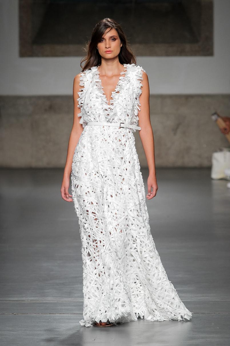 Le Fashionaire Portugal Fashion: Os meus desfiles preferidos portugal fashion vestido branco renda lady like pe de chumbo PeDeChumbo 113 PT 805x1208