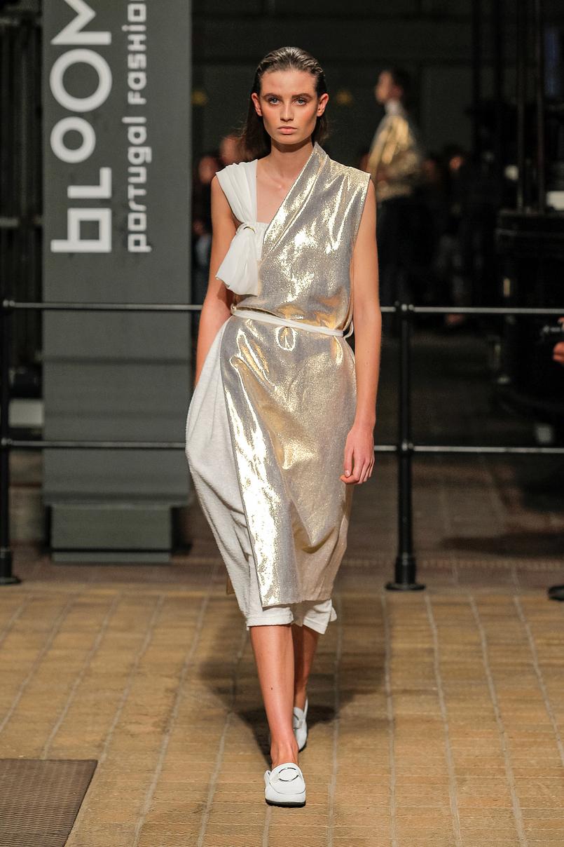 Le Fashionaire Portugal Fashion: Os meus desfiles preferidos portugal fashion vestido dourado olympia davide OlimpiaDavide 013 PT 805x1208