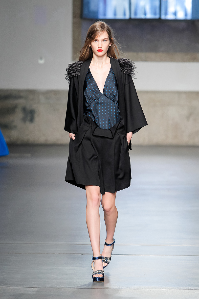 Le Fashionaire Portugal Fashion: Os meus desfiles preferidos portugal fashion vestido preto azul nuno baltazar NunoBaltazar 142 PT 805x1208