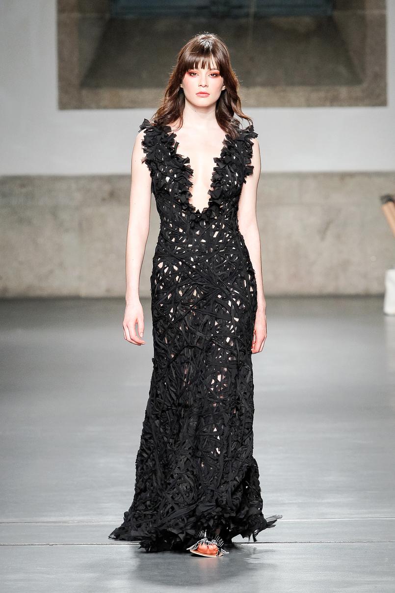 Le Fashionaire Portugal Fashion: Os meus desfiles preferidos portugal fashion vestido preto renda pe chumbo PeDeChumbo 109 PT 805x1208