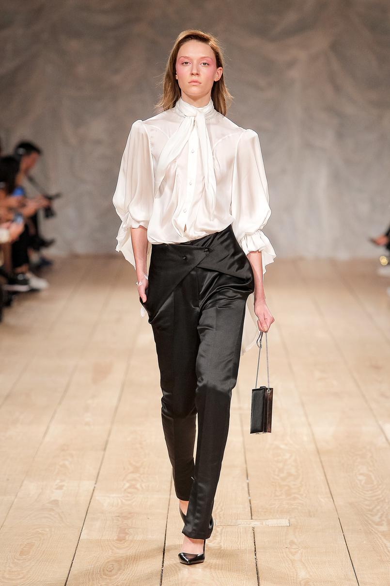 Le Fashionaire Portugal Fashion: My favorite fashion shows portugal fashion white silk shirt black trousers DiogoMiranda 039 EN 805x1208