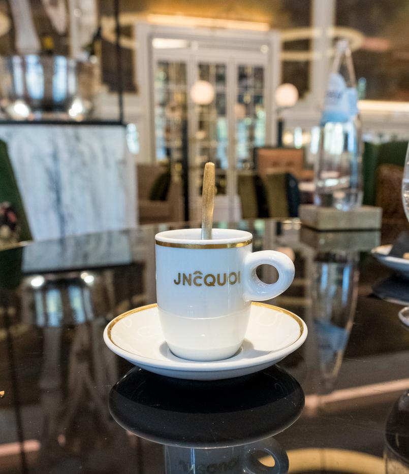Le Fashionaire Favorite restaurant in Lisbon: JNcQUOI restaurant jncquoi lisbon coffee cup white gold 5712 EN 805x934