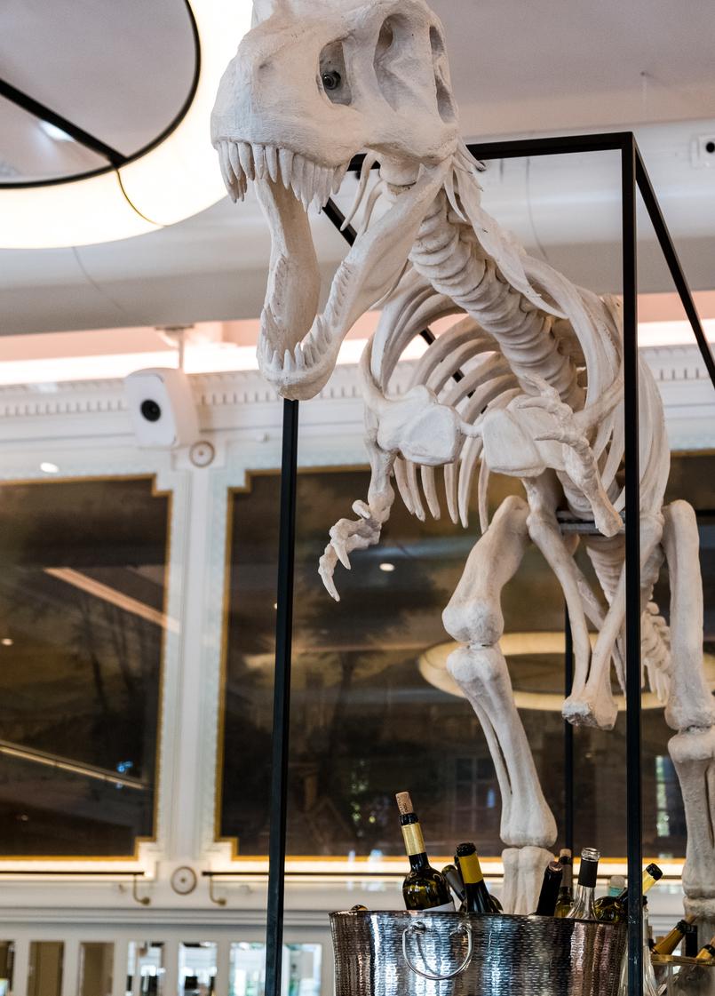 Le Fashionaire Favorite restaurant in Lisbon: JNcQUOI restaurant jncquoi lisbon decor white dinosaur 5673 EN 805x1121