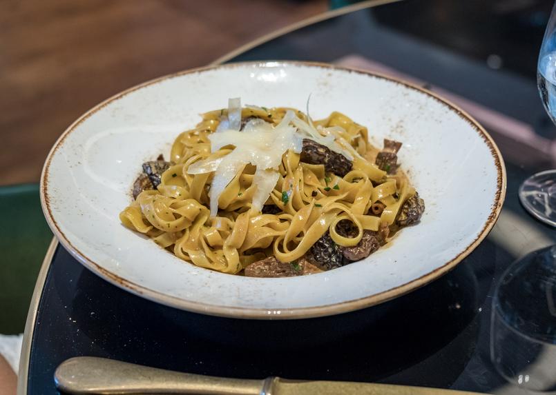 Le Fashionaire Favorite restaurant in Lisbon: JNcQUOI restaurant jncquoi lisbon pasta tagliatelle mushrooms 5698 EN 805x573