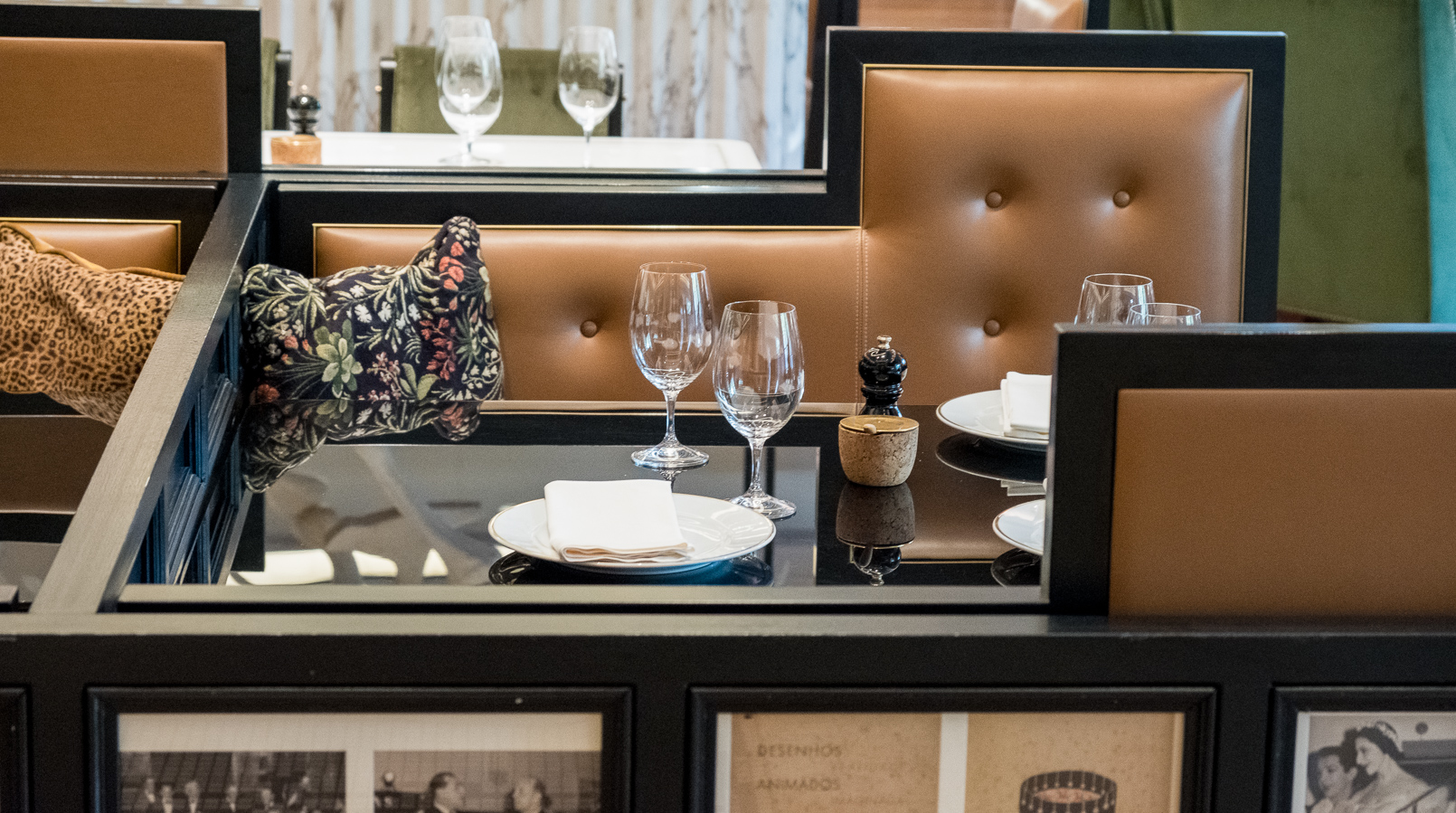 Le Fashionaire Restaurante preferido em Lisboa: JNcQUOI restaurante jncquoi lisboa mesa sofas castanhos 5720F PT
