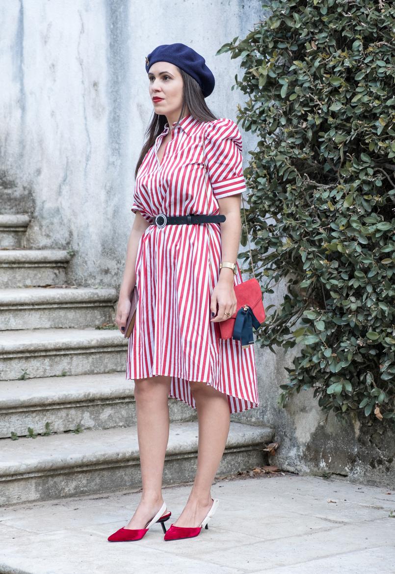 Le Fashionaire Dicas para recriar o estilo coquette das parisienses sapatos vermelhos veludo salto preto mango malinha vermelha camurca pele abelha dourada fitas azul escuro mango 4112 PT 805x1169