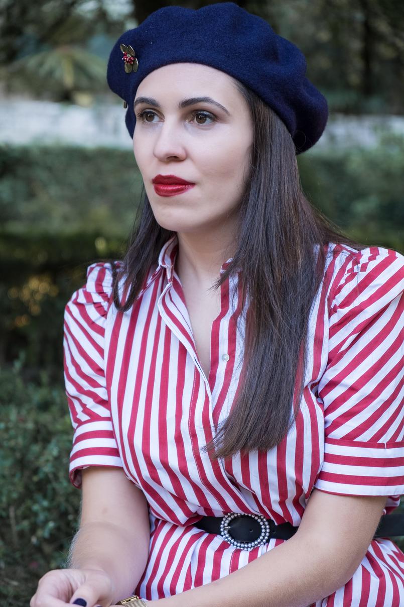 Le Fashionaire Tips to dress like a Parisian stripes white red zara dress black pearls belt zara dark blue wool beret gold flower brooch mango outlet 4108 EN 805x1208