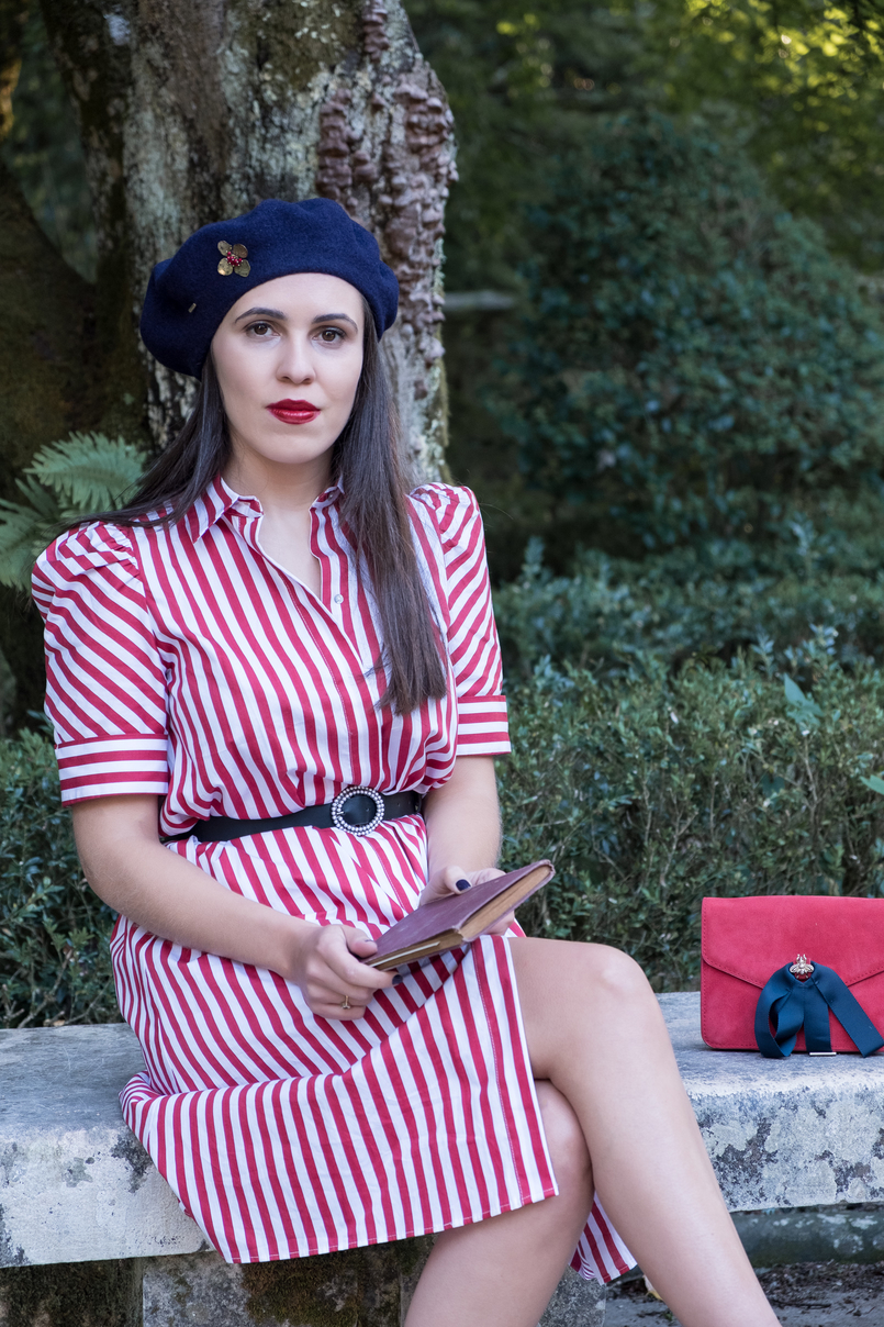 Le Fashionaire Tips to dress like a Parisian stripes white red zara dress red suede gold bee dark blue ribbons mango clutch 4080 EN 805x1208