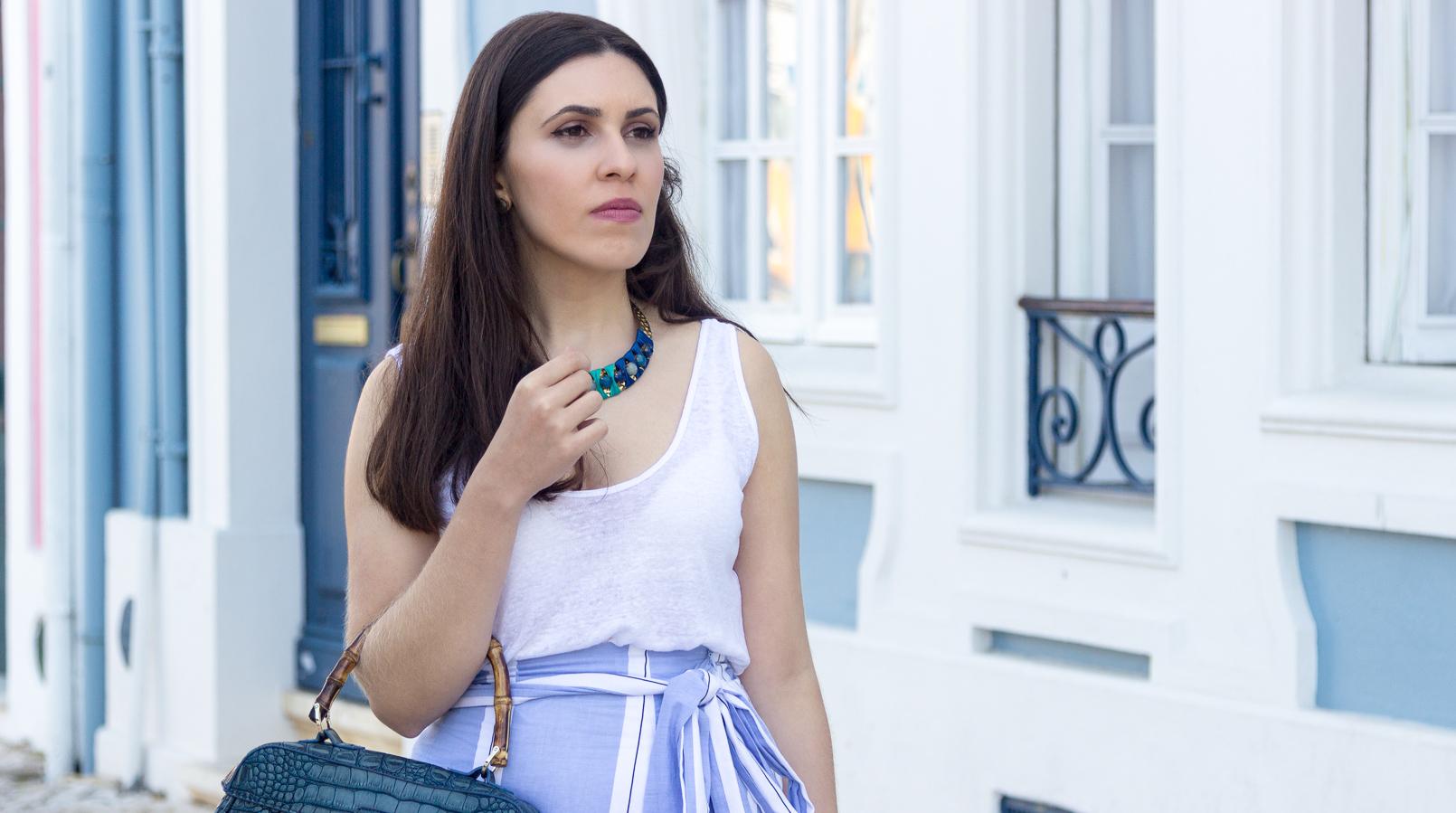 Le Fashionaire A saia de verão que dá para usar no outono tank top branco zara colar azul dourado turquesa pedrarias parfois 6833F PT