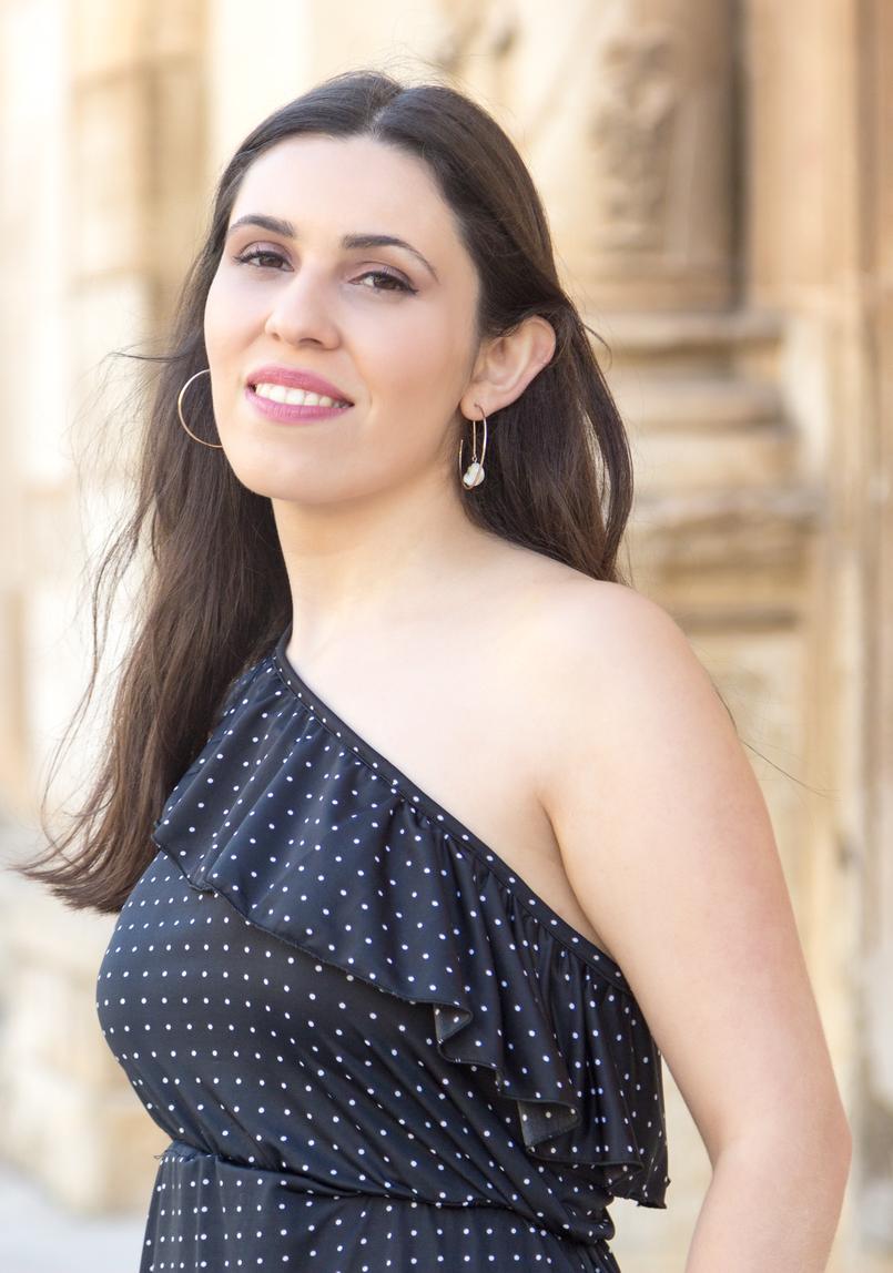 Le Fashionaire Porque compensa comprar peças atemporais vestido bolinhas preto branco sem ombro antigo brincos argolas douradas hm 6315 PT 805x1148