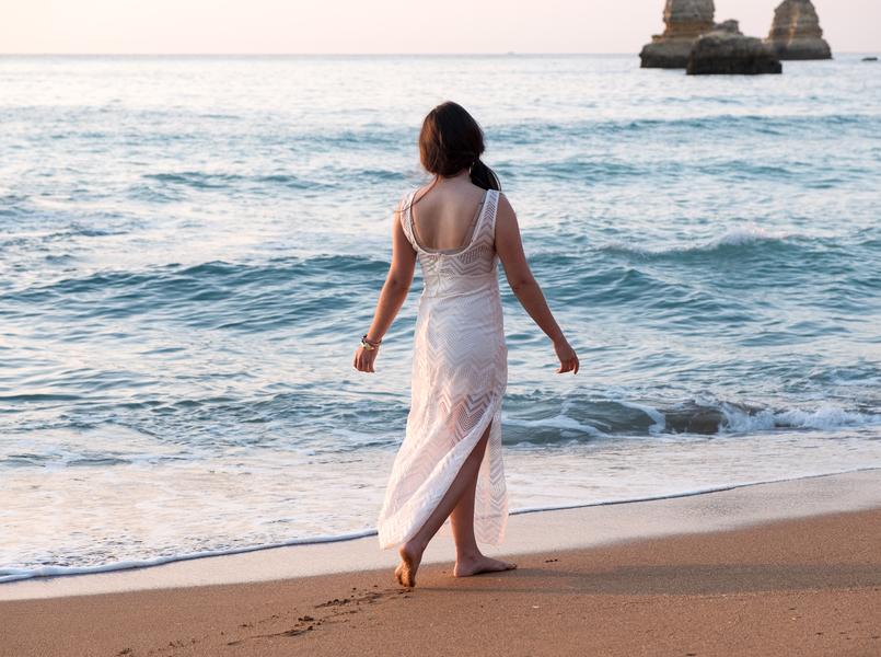 Le Fashionaire Um vestido para várias ocasiões vestido branco renda comprido transparente praia dona ana algarve 4691 PT 805x600