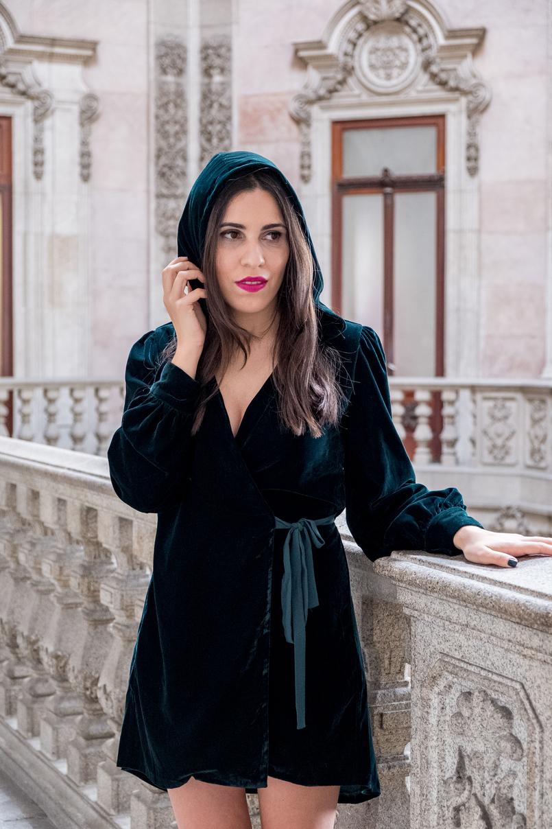 Le Fashionaire Saibam porque têm mesmo que ir ao Palácio da Bolsa vestido verde escuro veludo gorro zara batom rosa flat out fabulous mac palacio bolsa porto 5087 PT 805x1208