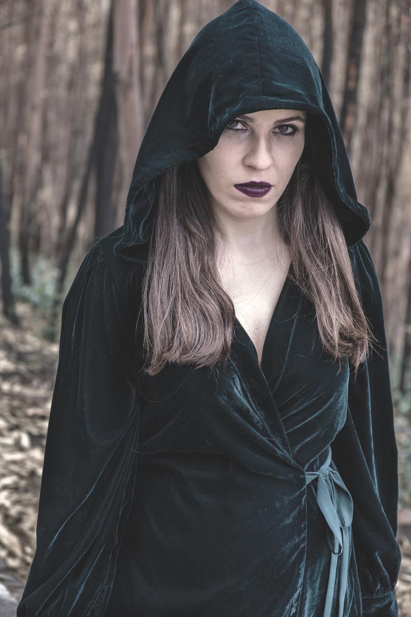 Le Fashionaire O que vestir na noite de Halloween? vestido verde escuro veludo zara batom instigator roxo escuro mac 6486 PT 805x1208